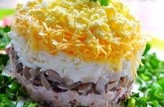 салат-с-куриной-грудкой-грибами