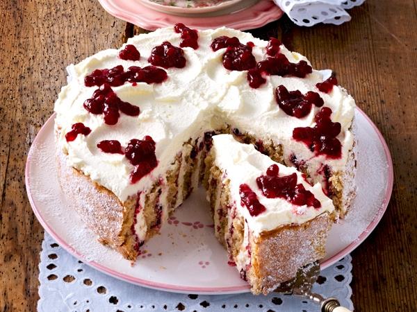 клюквенный пирог со взбитыми сливками