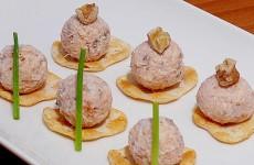 паштет-из-копченого-лосося,-сливочного-сыра-и-грецких-орехов