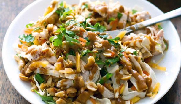 тайский рубленный куриный салат