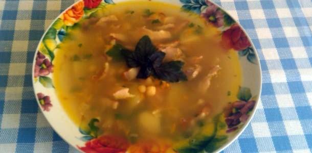 Суп гороховый с курицей и беконом