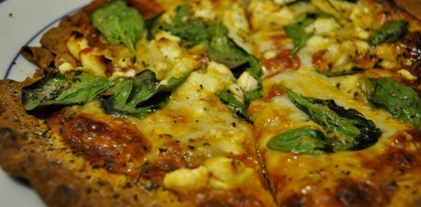 пицца-с-сыром-фета-шпинатом