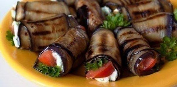 rulet-iz-baklajan-s-fetoi-pomidorami