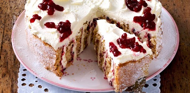 клюквенный-пирог-со-взбитыми-сливками