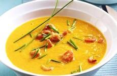 морковно-имбирный-крем-суп-с-имбирем-и-креветками