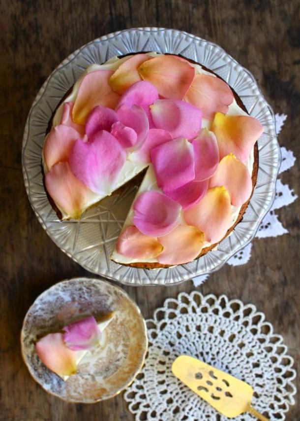 апельсиновый-торт-с-лепестками-розы
