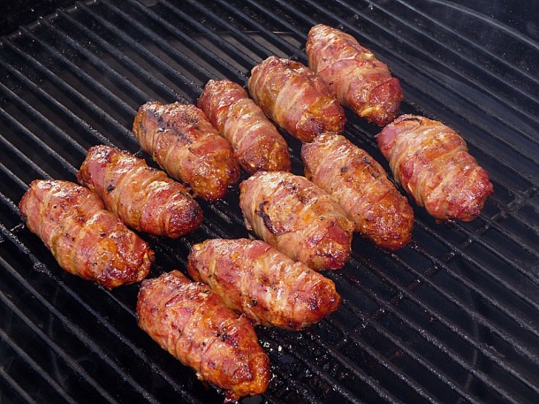 колбаски в беконе для гриля