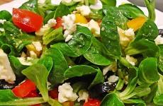 салат-с-зеленью-и-сыром-фета