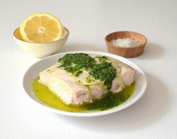 запеченный марлин с соусом из лимона и трав