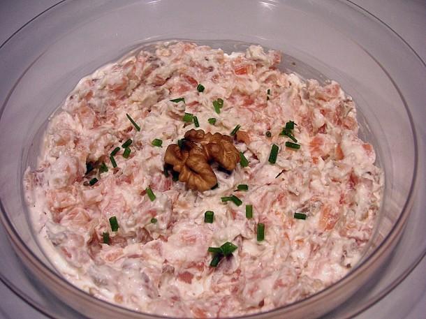 паштет из копченого лосося, сливочного сыра и грецких орехов
